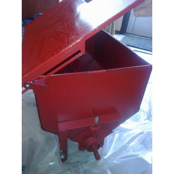 Аппарат туковысевающий (банка туковая) метал СУПН-8, КРН-5,6