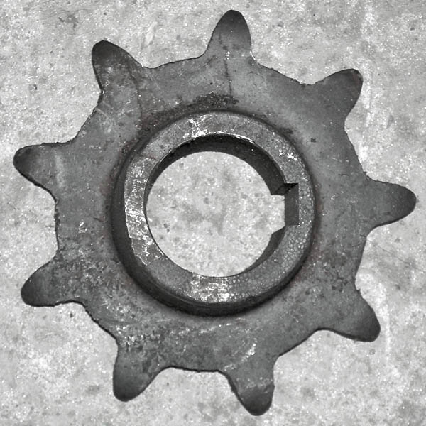 Звездочка z=9, t=38 ведущего вала подборщика (1*2шт.)